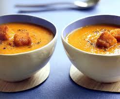 Смачний морквяний суп з сухариками