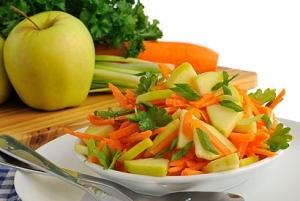 """Салат з яблуком з селери і моркви – """"Пікантний"""": рецепт з фото"""