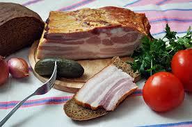 Варене сало в цибулинні, смачне сало з перцем і часником або попрікашка