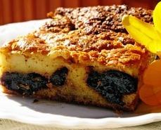 Солодкий пиріг з чорносливом – дуже швидко, смачно і ніжно