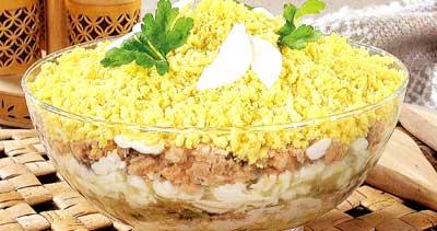 Салат Мімоза – покроковий класичний рецепт з сиром, маслом, консервами та картоплею (фото, відео)
