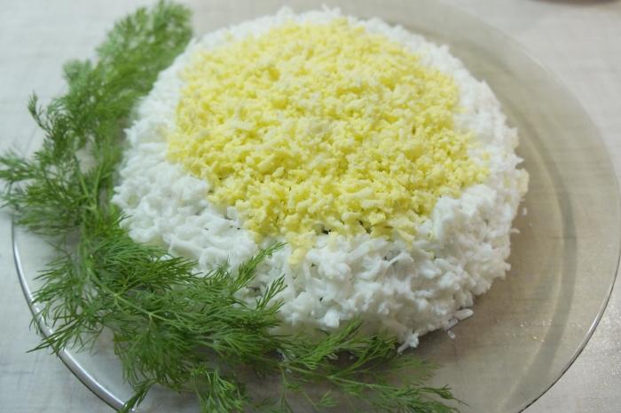 Салат з куркою і ананасами, як швидко приготувати салат, рецепт простий і смачний, з фото
