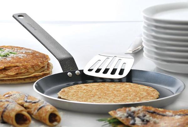 Яка сковорода для млинців краще підходить, чому млинці прилипають до сковорідки і що робити