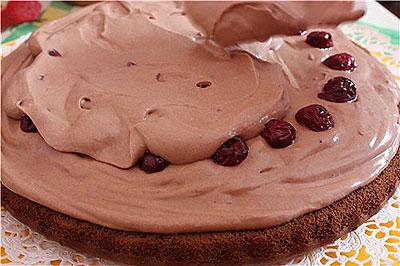 Масляний вишневий крем для торта, капкейків, тістечок та інших домашніх десертів
