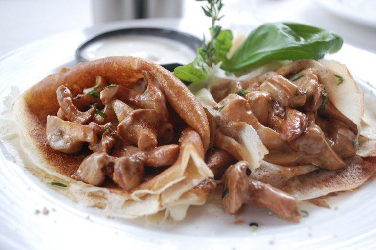 Смачна начинка з сушених грибів – несолодка грибна начинка для млинців