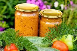 Домашня ікра кабачкова, рецепт на зиму з майонезом і томатом. Смак – як в магазині!