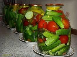 Мариновані огірки і помідори з горілкою на зиму (асорті): консервація без стерилізації – простий рецепт