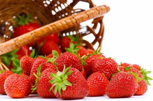 Полуниця – червона, велика, свіжа і солодка ягода – корисні властивості
