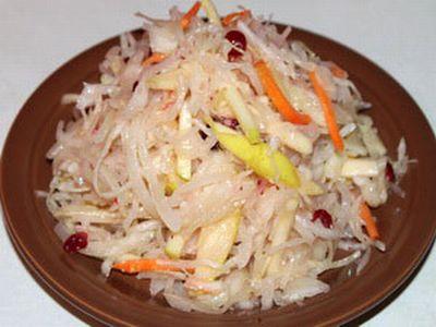 Салат з квашеної капусти або капуста провансаль з яблуками і ягодами – смачний швидкий рецепт салату.