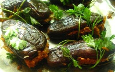 Баклажани фаршировані овочами на зиму – рецепт приготування смачної маринованої заготовки з баклажан.