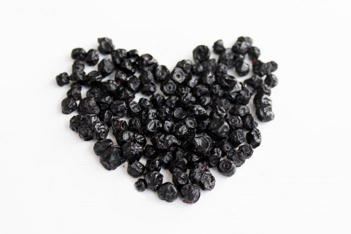 Чорниця сушена – рецепт як сушити ягоди чорниці на зиму в домашніх умовах.