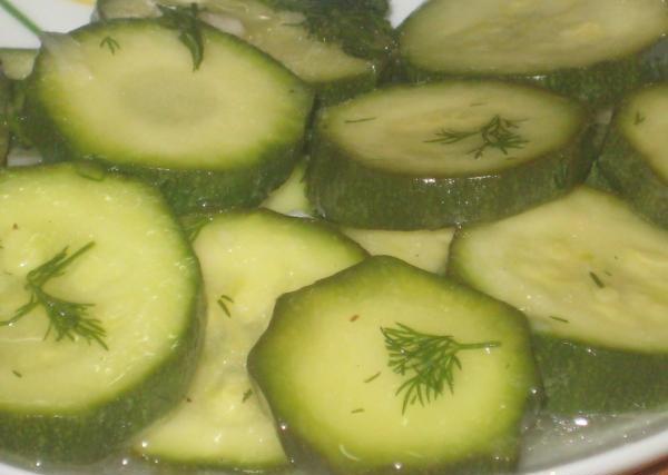 Молоді малосольні кабачки і огірки: простий, швидкий і оригінальний рецепт закуски з малосольних огірків, сухий посол.