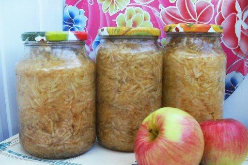 Рецепт: терті яблука у власному соку – самий натуральний, простий і смачний вид заготовки з яблук на зиму.