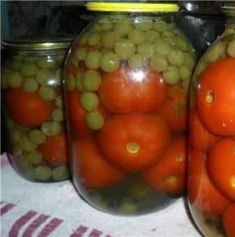 Консервовані помідори з виноградом на зиму – простий домашній рецепт без оцту.