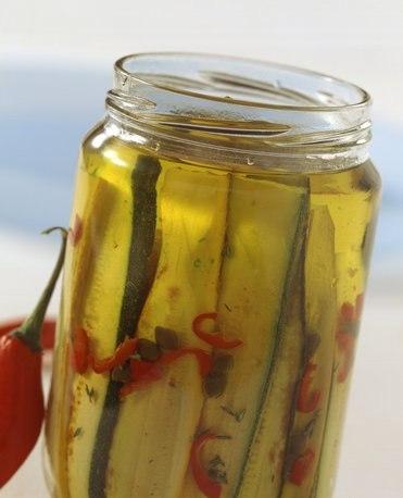 Як маринувати кабачки швидко – правильне приготування маринованих кабачків на зиму.