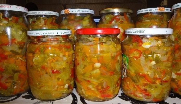 Домашня заготовка із зелених помідорів – смачний рецепт салату на зиму.
