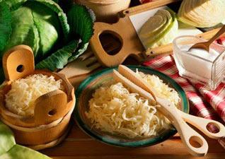 Квашена капуста – користь і шкода для організму або чим корисна квашена капуста.