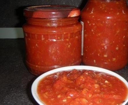 Смачна гостра приправа з помідор і перцю на зиму – простий рецепт як приготувати приправу.