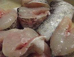 """Як солити річкову рибу: щуку, жереха, голавля, язя """"під лососину"""" або """"під червону рибу"""" в домашніх умовах."""