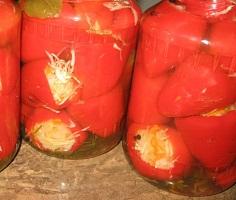 Солодкий маринований перець фарширований овочами – як приготувати фарширований перець на зиму.