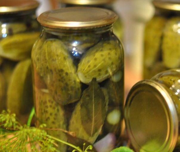Мариновані огірки в банках зі стерилізацією – рецепт як маринувати огірки на зиму.