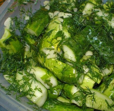 Швидкі малосольні огірки – як приготувати малосольні огірочки швидко.