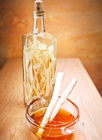 Домашня Хреновуха і інші рецепти настоянки на хроні – як зробити Хреновуху з медом, імбиром і часником.