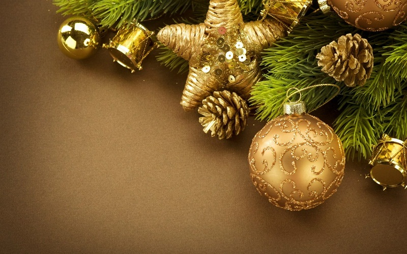 Як прикрасити ялинку на Новий рік: приклади з фото, як нарядити новорічну ялинку красиво і стильно.