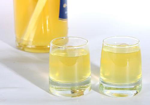 Домашня хріновуха на горілці – рецепт, як зробити хріновуху з медом і лимоном в домашніх умовах.