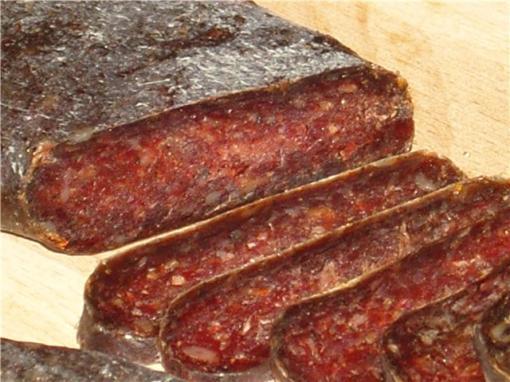 """Домашня суха ковбаса """"луканка болгарська"""" – простий рецепт як зробити суху ковбасу в домашніх умовах."""