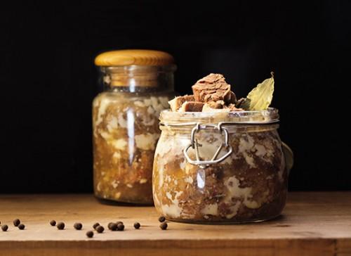 Домашні м'ясні консерви – технологія і приготування тушкованого м'яса в домашніх умовах.