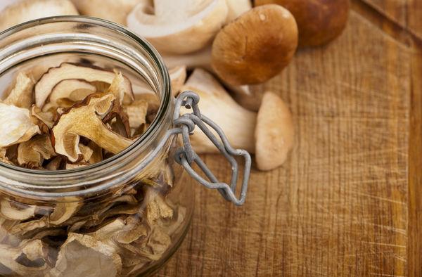 Як правильно зберігати сушені гриби в домашніх умовах.