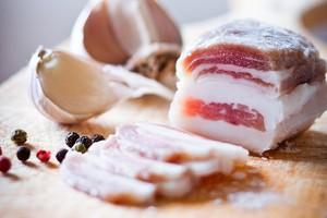 Сало в маринаді – простий і дуже смачний рецепт як солити сало в маринаді.