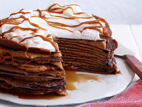 Які можна приготувати страви з млинців: фаршировані млинці, млинцевий пиріг або млинцевий торт