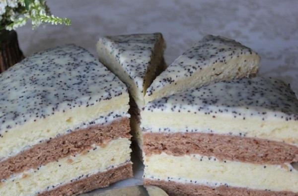 Сметанний торт з маковим кремом із сметани - домашній сметанник з шоколадними та білими коржами