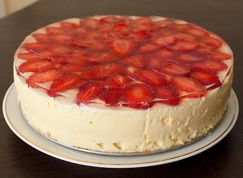 Простий сирний торт з фруктами – оригінальний та смачний медовий торт