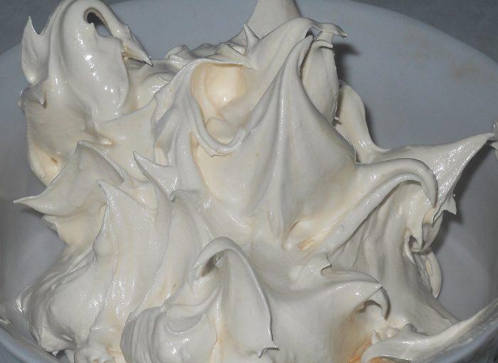 Заварний білковий крем для тортів без желатину – італійська меренга