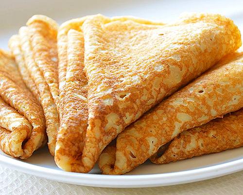 Смачні млинці на кефірі та молоці – рецепт як приготувати ажурні млинці з дірочками