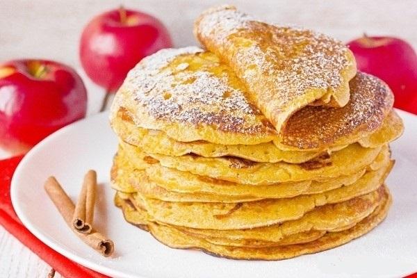Яблучні млинці на дріжджах – простий рецепт товстих яблучних млинців на опарі