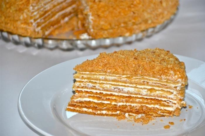 Медовик зі сметанним кремом – смачний і простий сметанний торт з медом