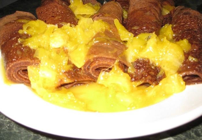 Шоколадні млинці на кефірі і густий апельсиновий соус до млинців – рецепт і приготування