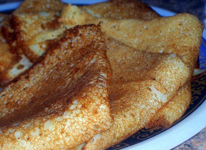 Товсті заварні млинці на кефірі з окропом – простий рецепт як приготувати заварне тісто для млинців з дірочками