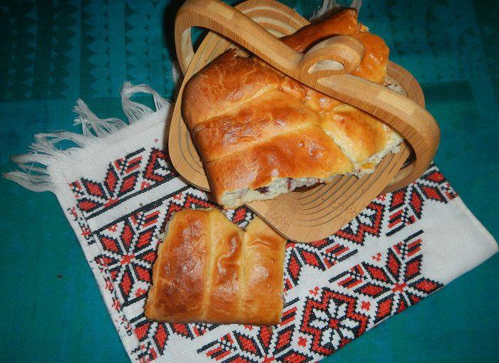 Швидкі духові пиріжки з вишнею на сухих дріжджах