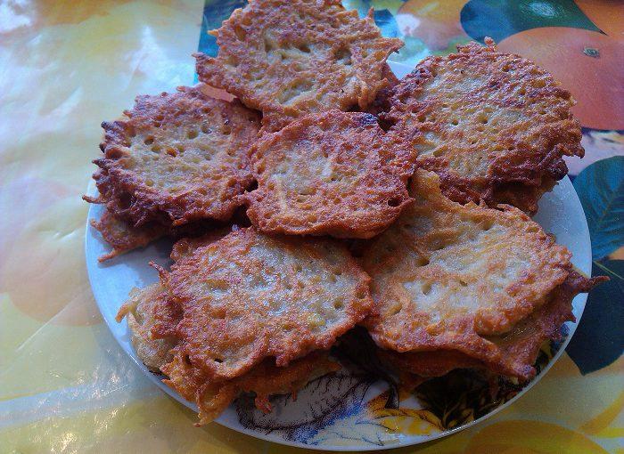 Смачні картопляні деруни або оладки з картоплі