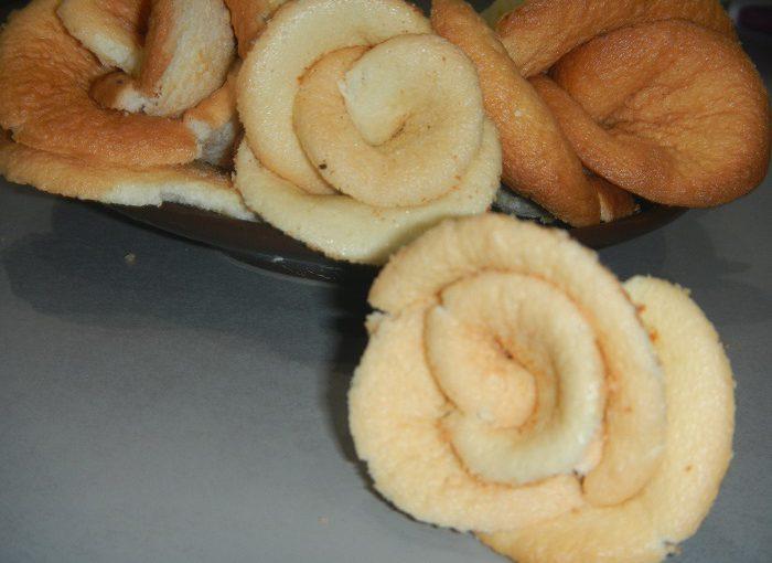 """Домашнє бісквітне печиво """"Троянди"""" – як зробити гарний букет з бісквітних троянд"""