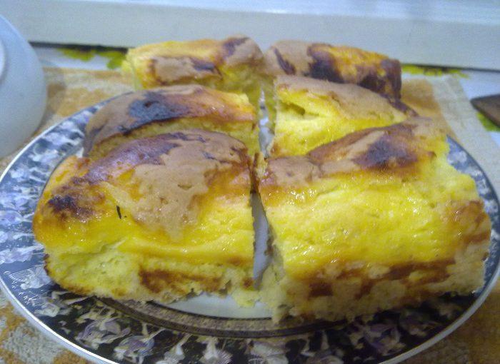 Простий і смачний пиріг з сирною начинкою