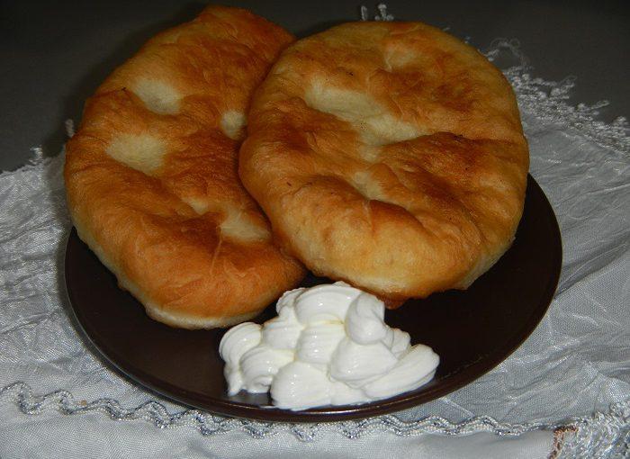 Дріжджові пиріжки з картоплею смажені на сковорідці
