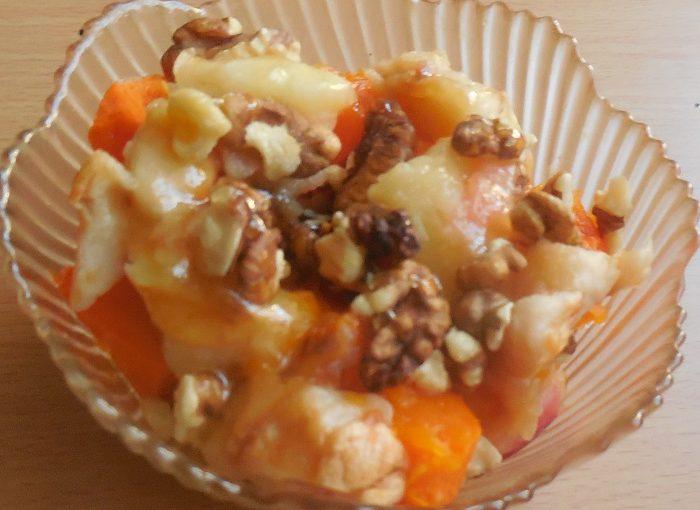 Медовий десерт з запеченого гарбуза, яблук і горіхів