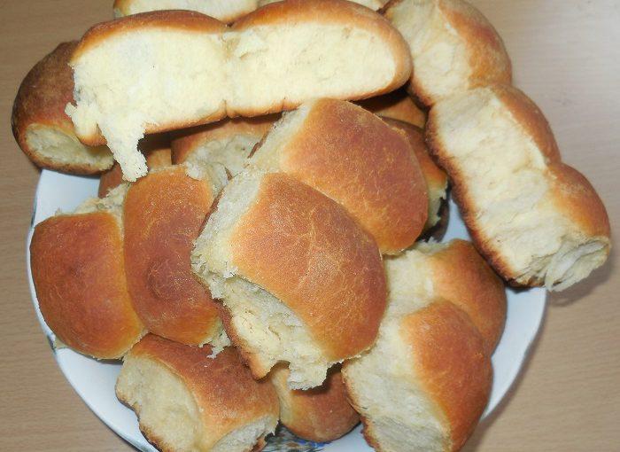 Повітряні дріжджові пиріжки з повидлом в духовці