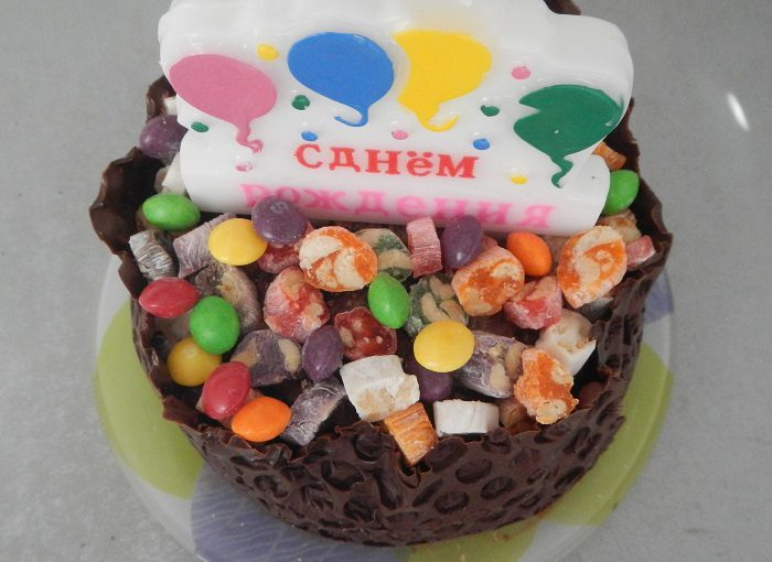 Бісквітний торт Кошик з солодощамина день народження дитини– красивий та смачний